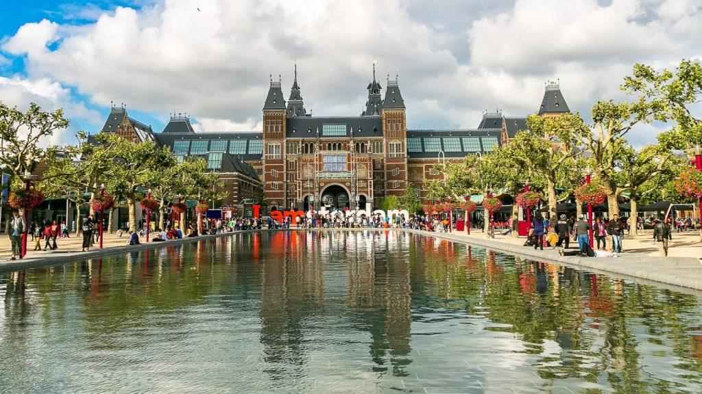 Converses inicials amd Bèlgica i Països Baixos per poder establir convenis per evitar la doble imposició. Va explicar la ministra d'Afers Exteriors M. Ubach